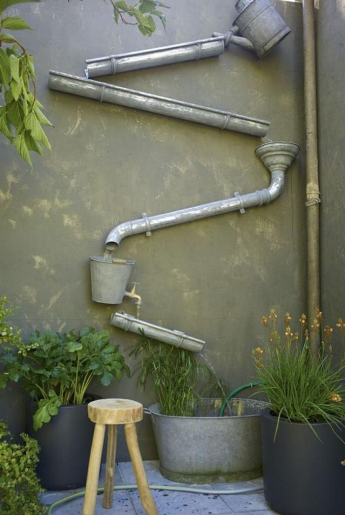 déco-jardin-récup-récupération-d'eau-avec-objets-recyclés