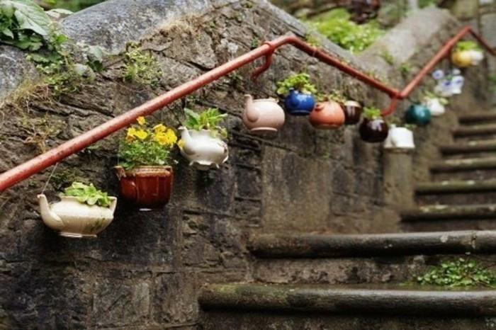 décorer-son-jardin-amenager-son-exterieur-pot-de-thé-fleurs