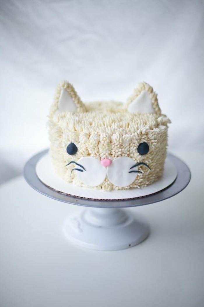 délicieux-gateau-d-anniversaire-enfant-chaton-mignon