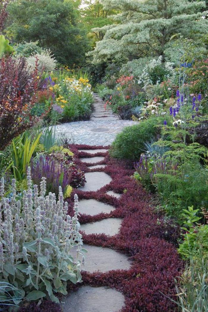 dalles-d-allée-jardin-faire-une-allée-vous-memes-fleurs-de-jardin