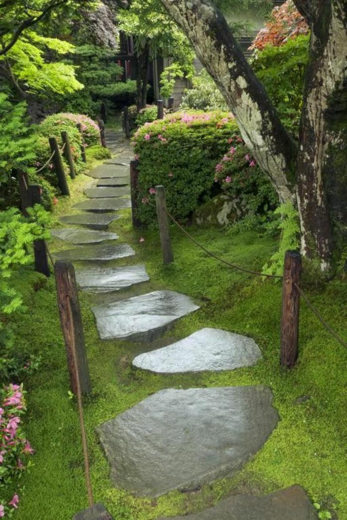 dalles-d-exterieur-pierres-d-exterieur-pour-le-jardin-devant-la-maison-pelouse-verte