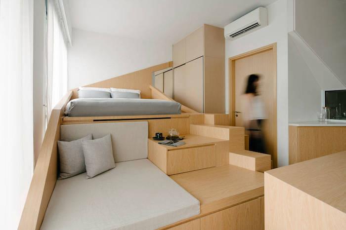 idee deco petit appartement avec mobilier bois, lit surélevé matelas gris, exemple amenagement petit espace