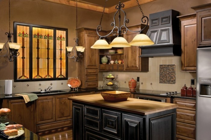 deco-cuisine-couleur-brune-trois-lampe-au-dessus-le-bar