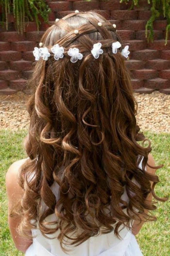 dulcinée-coiffure-pour-petite-fille-pour-mariage-idée-couronne-de-fleurs