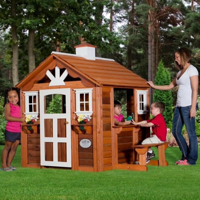 enfant-cabanes-en-bois-enfants-cool-dans-le-jardin