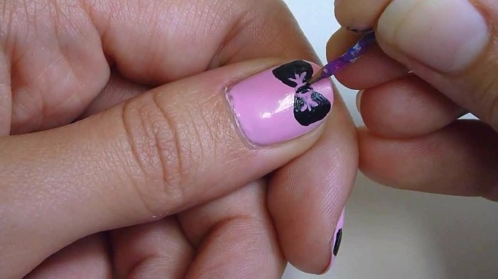 great-drawing-on-the-nails-cool-pink-and-bow-idea