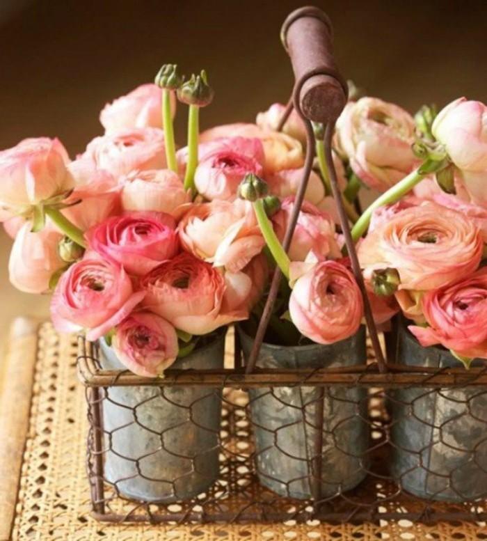 excellente-composition-florale-originale-roses-en-rose