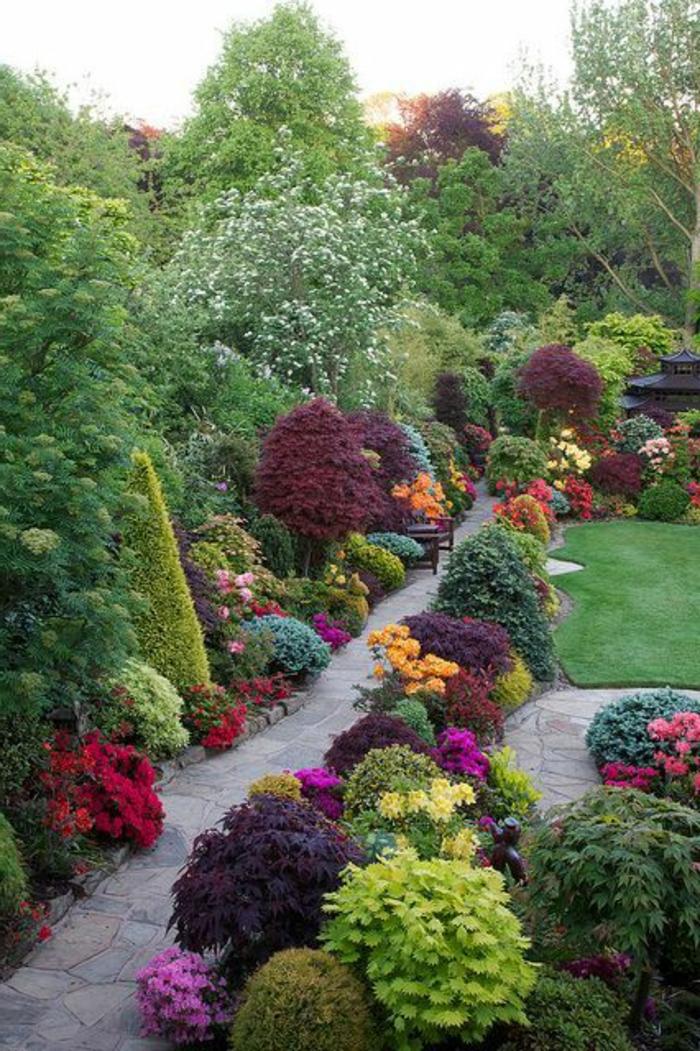 faire-une-allée-de-jardin-gravier-allée-pelouse-verte-jardin-moderne-pelouse-et-fleurs