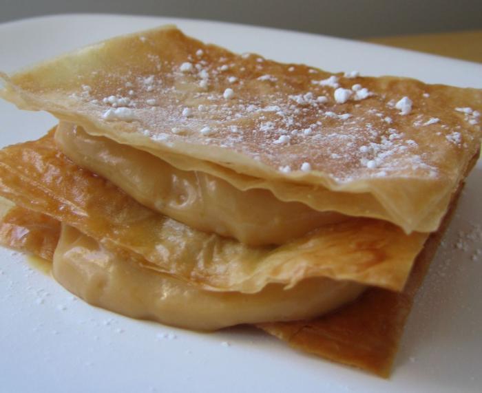 feuille-de-brick-dessert-à-la-base-de-feuille-de-brick
