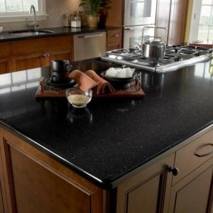 Granit noir dans la maison ? Exemples et conseils