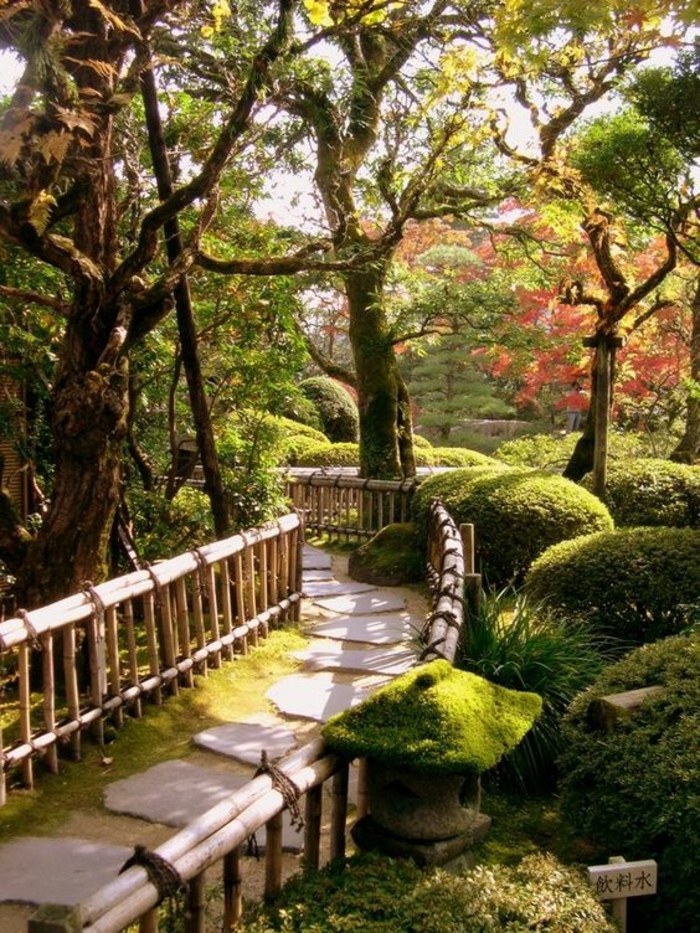 gravier-aller-jardin-exterieur-verddure-jardin-faire-une-allee-en-gravier