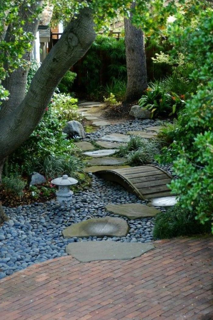 gravillon-pour-allée-jardin-idee-deco-faire-jardin-gravier-aller-idee-pour-le-jardin