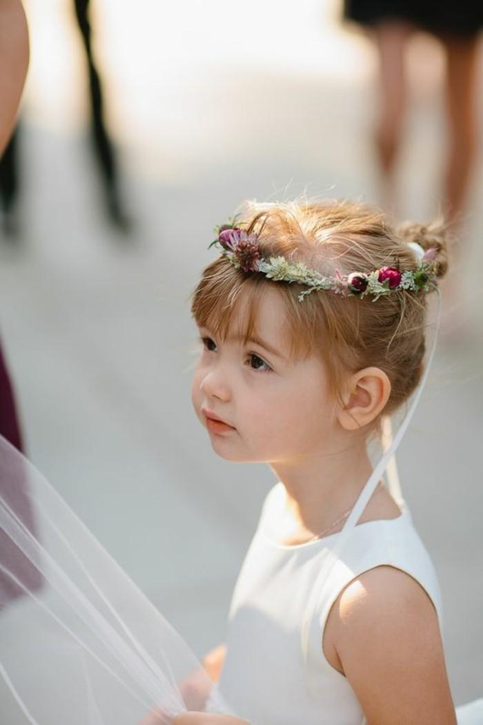 idée-coiffure-petite-fille-pour-mariage-mignonne