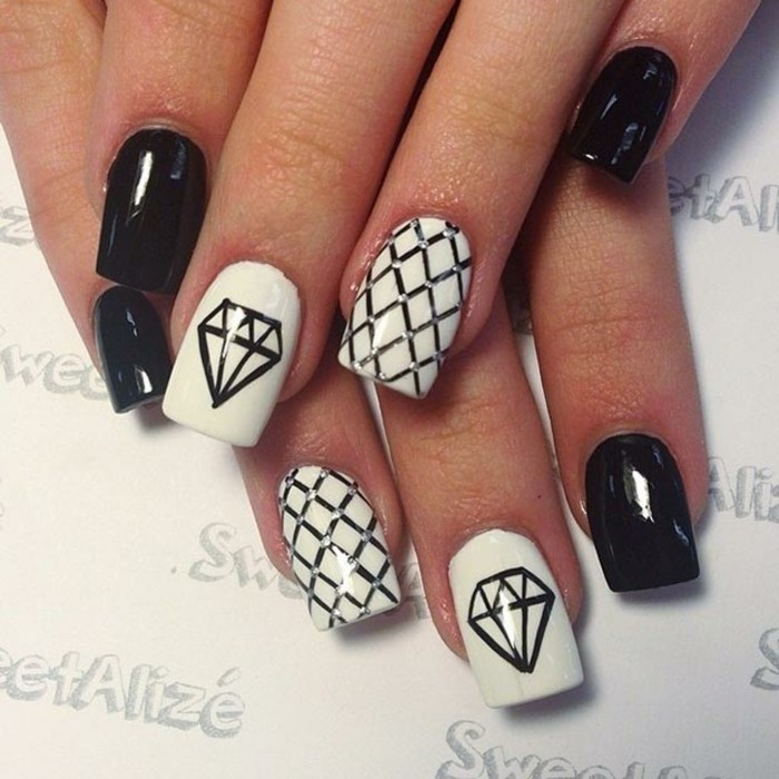 idea-what-drawing-for-nail-choose-black-and-white