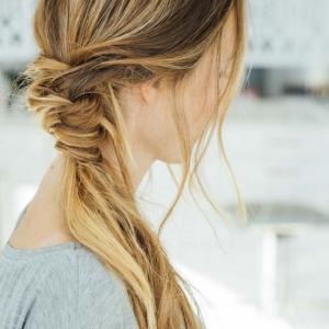 Quelle coiffure facile cheveux long vous va et comment la réaliser - 67 idées!