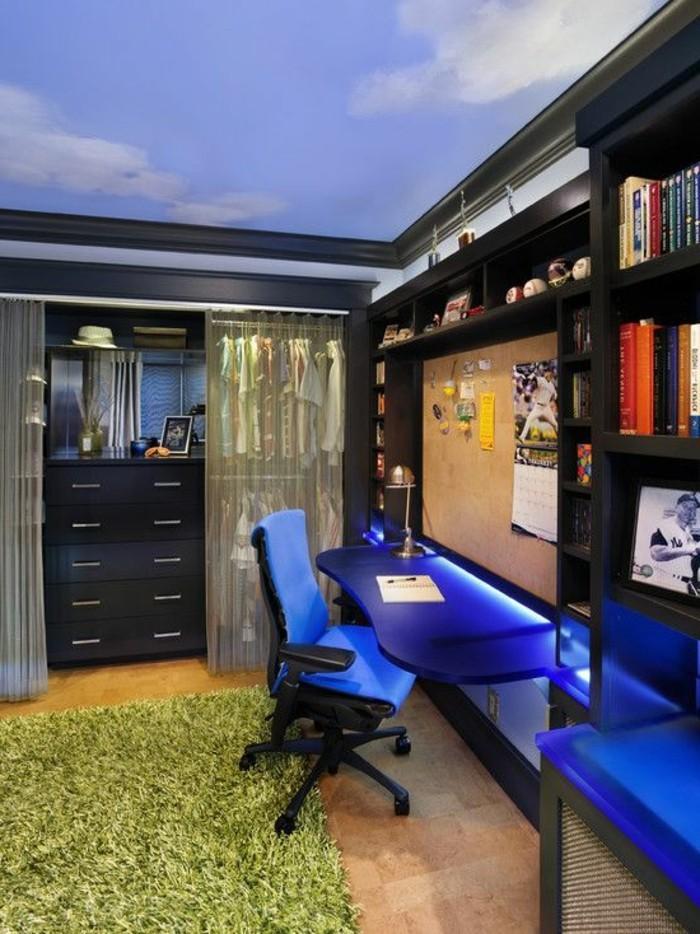 idee-deco-chambre-garcon-adulte-bureau-luminaire-led-tapis-vert-immitant-grace