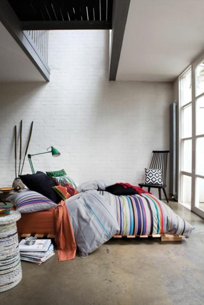 idee-deco-chambre-garcon-lit-en-palette-chambre-a-coucher-adulte-idee-deco-mur-en-briques
