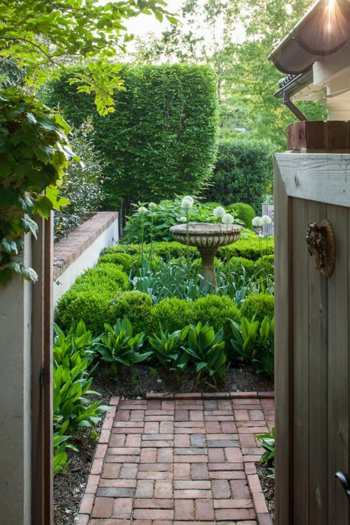 jardin-avec-allee-avec-pavé-carrossable-jardin-vert-idee-deco-jardin-exterieur