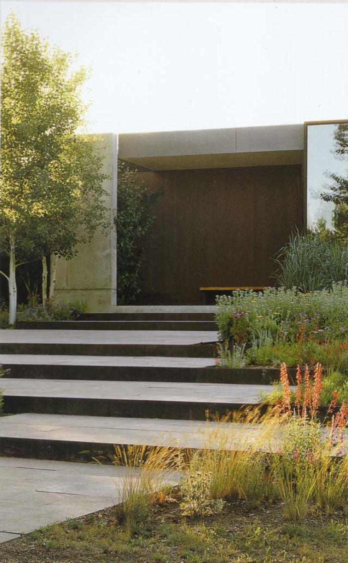 jardin-en-pente-aménagement-extérieur-jardin-sur-pente