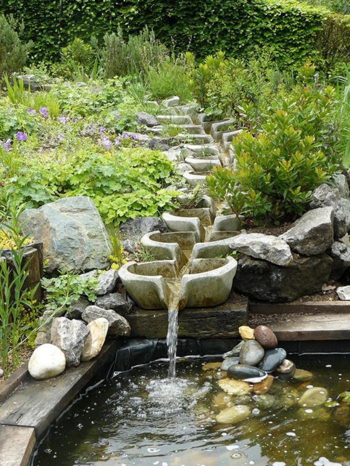 jardin-en-pente-aménager-jardin-sous-pente-avec-belle-cascade