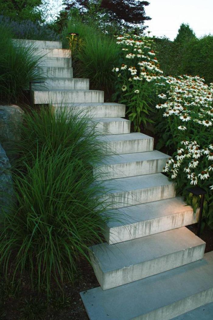 jardin-en-pente-aménager-un-jardin-sous-pente-escalier-béton