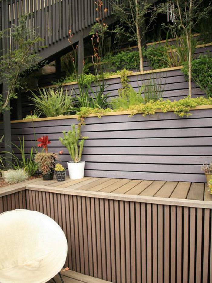 jardin-en-pente-jolis-murs-de-soutènement-lattes-de-bois