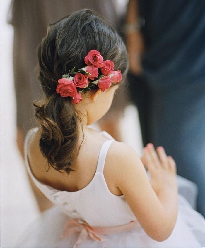 jolie-coiffure-fille-mariage-beauté-mariée-fleurs
