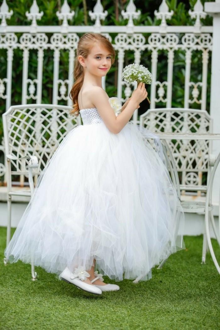 jolie-coiffure-fille-mariage-beauté-mariée-robe-blanche