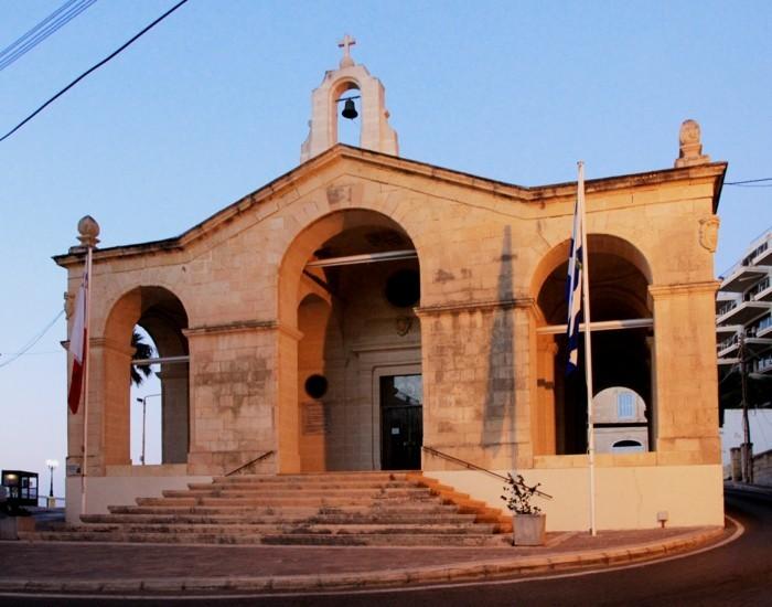 jolie-lavalette-malte-la-mer-les-cité-vacances-église
