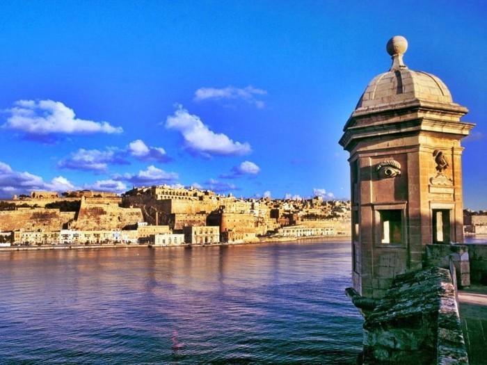 jolie-lavalette-malte-la-mer-les-cités-magnifique-soirée