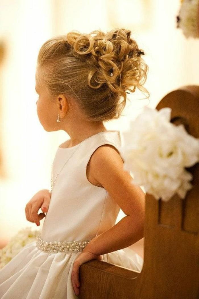 56 id es pour choisir et faire la plus jolie coiffure de mariage pour petite fille - Coiffure mariage fille d honneur ...