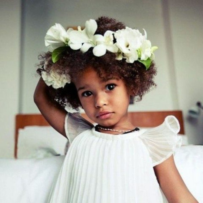 la-coiffure-de-mariage-pour-petite-fille-jolie