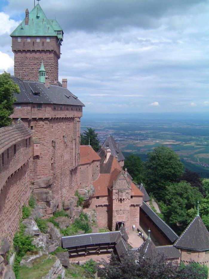 la-route-des-vins-d'Alsace-chateau-sur-la-route-des-vins