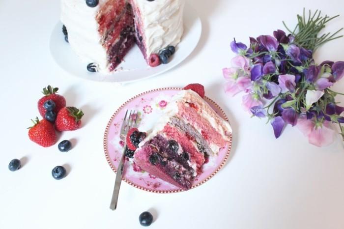 le-gâteau-d-anniversaire-enfants-délicieux-om-nom-nom