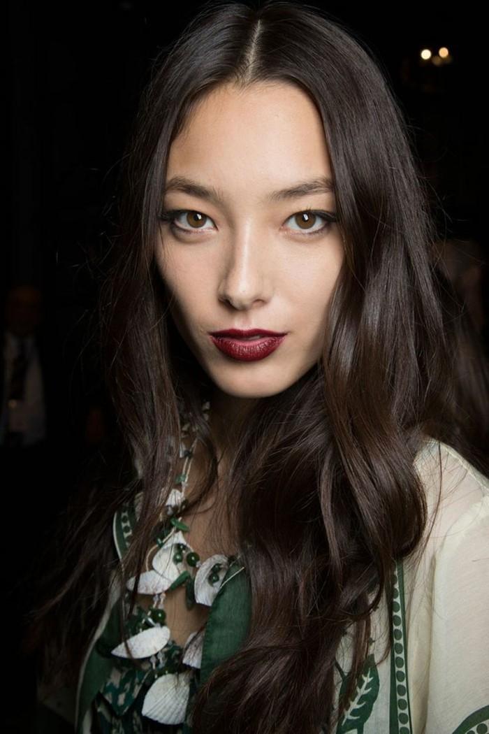 le-maquillage-de-soirée-facile-idée-maquillage-rouge-lips