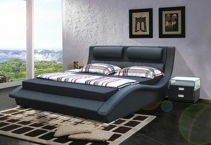 lit-design-180x200-lit-en-cuir-tapis-beige-grande-lit-double-en-cuir-noir-et-dalles-noirs-grande-fenetre-avec-vue