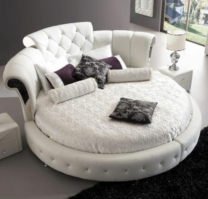 lit-rond-design-en-cuir-blanc-lit-en-cuir-en-forme-ronde-capitonné-tapis-noir