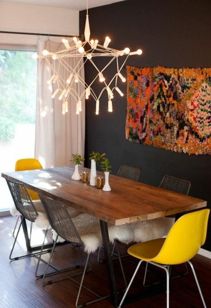 lustre-design-chic-chaises-jaunes-en-plastique-de-couleur-jaune-comment-décorer-une-chambre