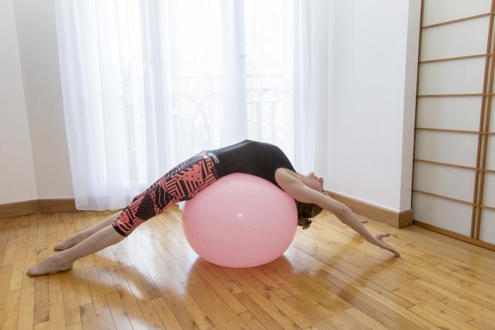 méthode-pilates-exercice-assouplir-le-ventre