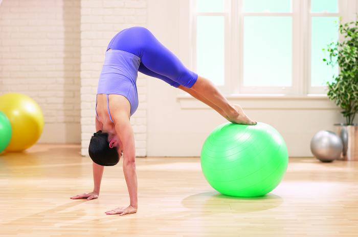 méthode-pilates-exercice-ballon-de-fitness