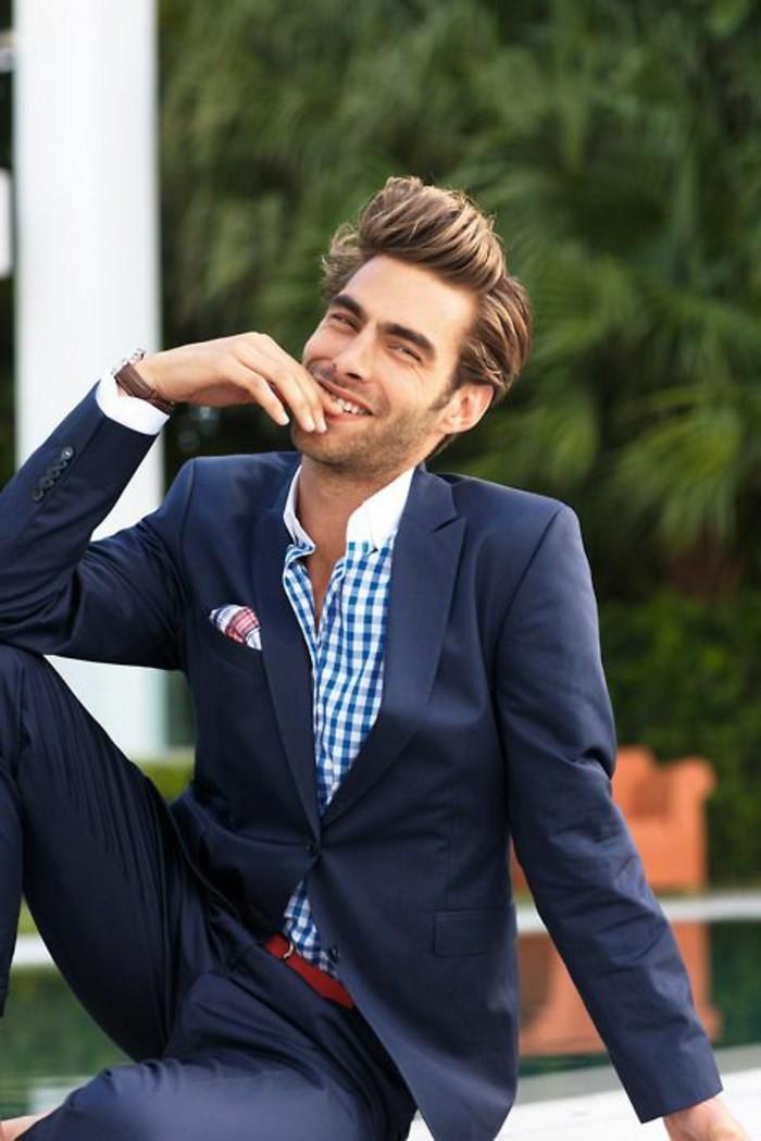 magnifique-coupe-de-cheveux-homme-en-arriere-cheveux-brunettes-homme-elegant