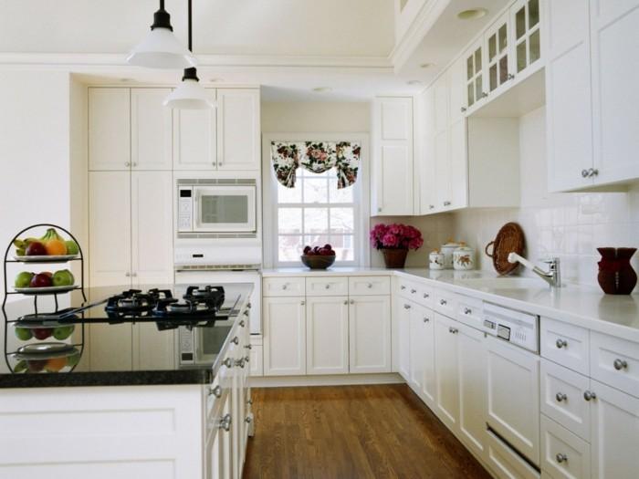 cuisine-blanche-et-inox-cuisine-blanche-plan-de-travail-noir