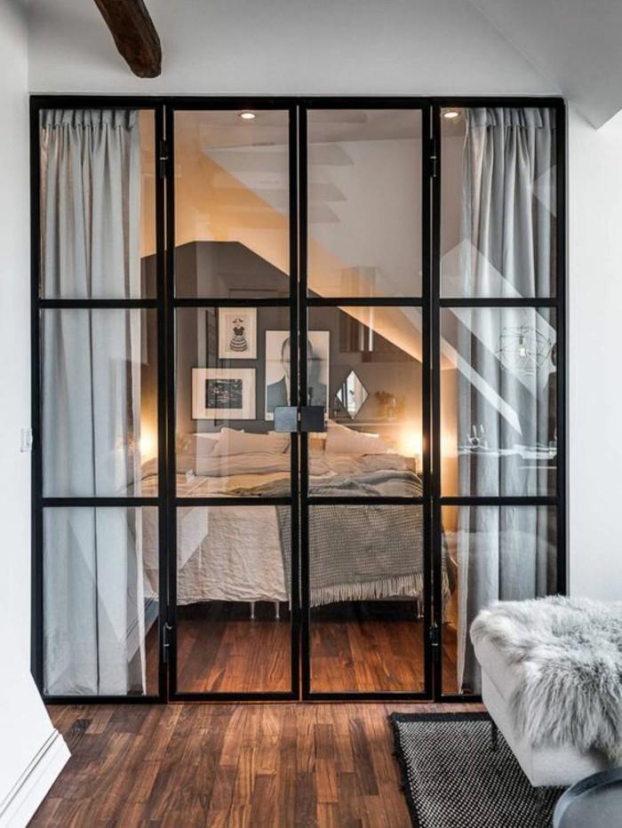 meubler-un-studio-20m2-déco-studio-séparateur-porte-de-separation-en-verre-et-fer