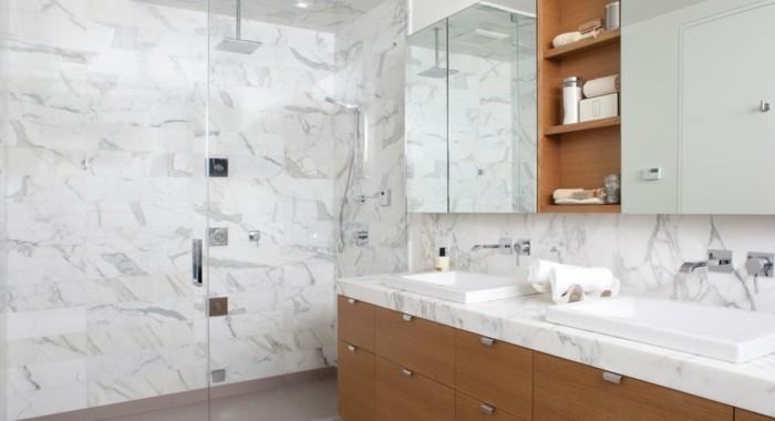 modele-douche-a-l-italienne-marbre-et-PVC-marron-resized