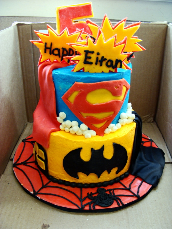 nos-gateaux-d-anniversaire-enfants-chouette-superman-batman