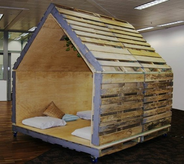 La maisonnette en bois qui aide vos enfants jouer plus librement - Jardin bois de palette boulogne billancourt ...