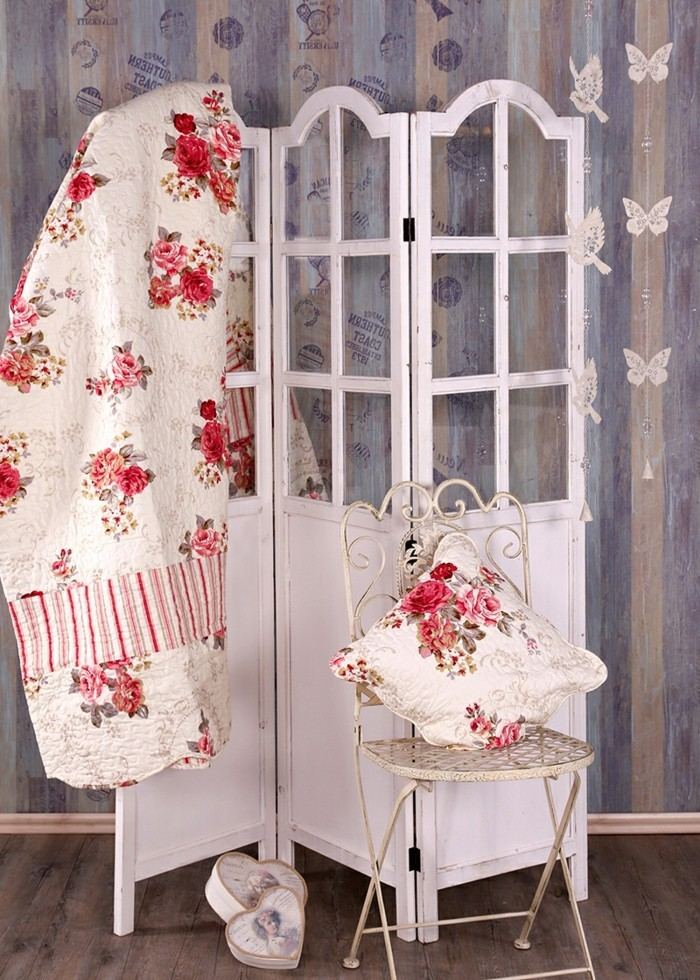 paravent-de-jardin-en-blanc-une-chaise