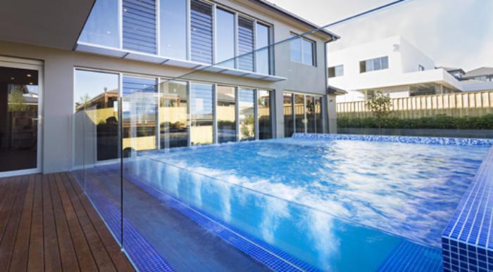 piscine-en-verre-construire-une-piscine-en-verre