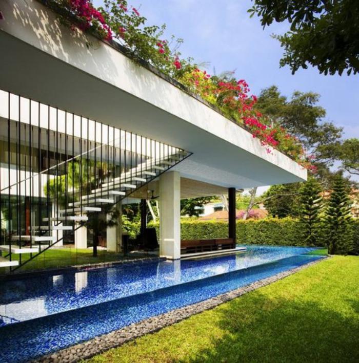 La piscine en verre en 43 photos - Nager dans une piscine ...