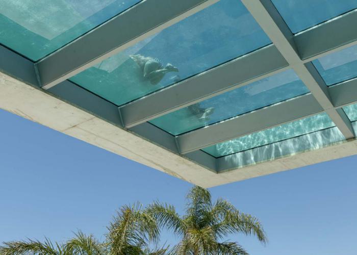 piscine-en-verre-flottante-piscine-insolites
